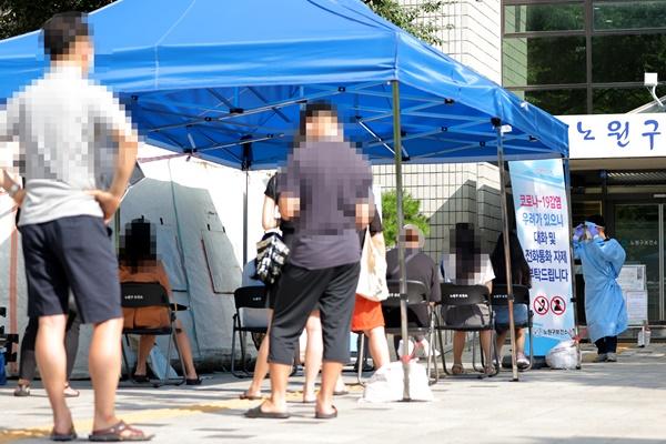 S. Korea's Daily COVID-19 Cases Top 300 Again