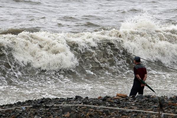 Taifun sorgt für Sturm und Starkregen auf Jeju