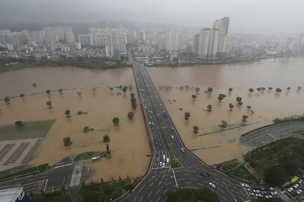 Pres. Moon Declares 5 Typhoon-hit Regions as Special Disaster Areas