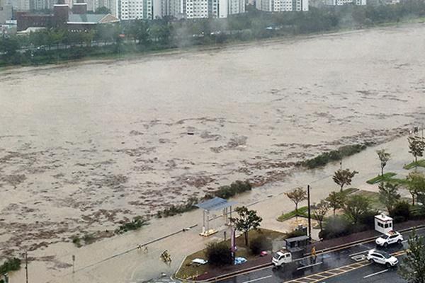 Typhoon Haishen Briefly Makes Landfall near Ulsan