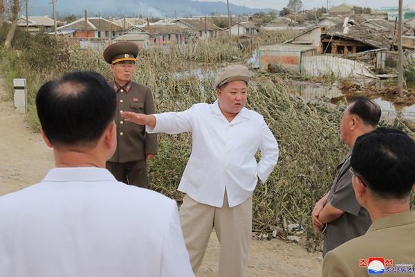 """북한, 수해지역서도 코로나 방역 강조…""""마스크 쓰고 복구작업"""""""