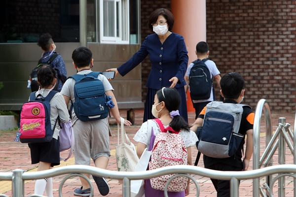 Students in Greater Seoul Return to School