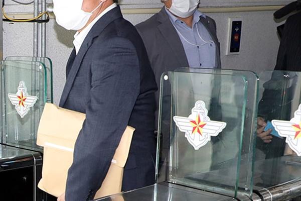 추미애 아들 관련 국방부 압수수색 8시간 만에 종료