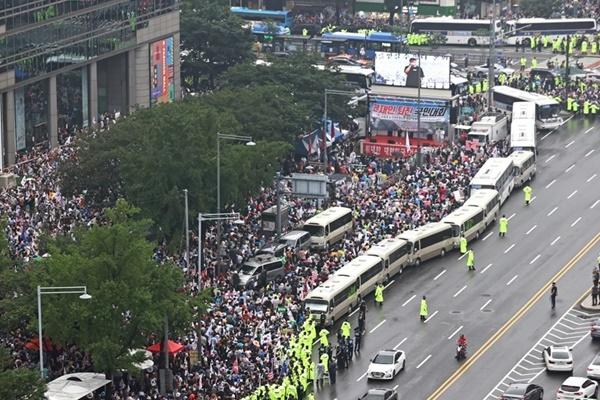 貸切バスの運転手組合 「開天節」集会向けのバス運行を拒否