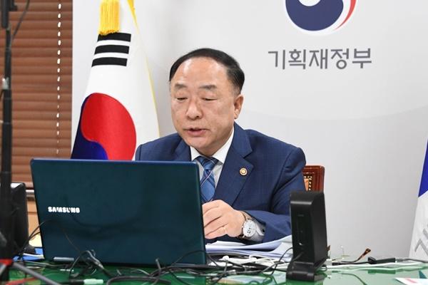洪楠基:韩中日需深化合作克服新冠疫情危机