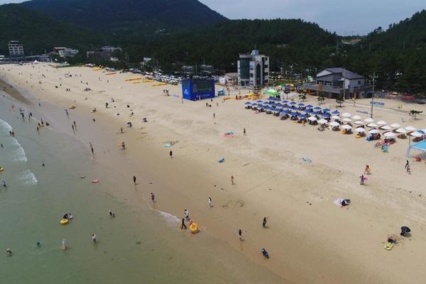 Число посетителей пляжей сократилось на 60%