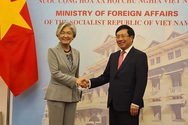 La ministre des Affaires étrangères rencontre son homologue vietnamien