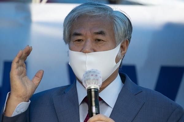 COVID-19 : Séoul demande 4,6 milliards de wons de dédommagement à l'église Sarang Jeil et son pasteur