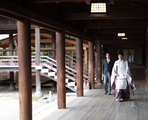 Former Japanese PM Abe Makes Visit to Yasukuni Shrine