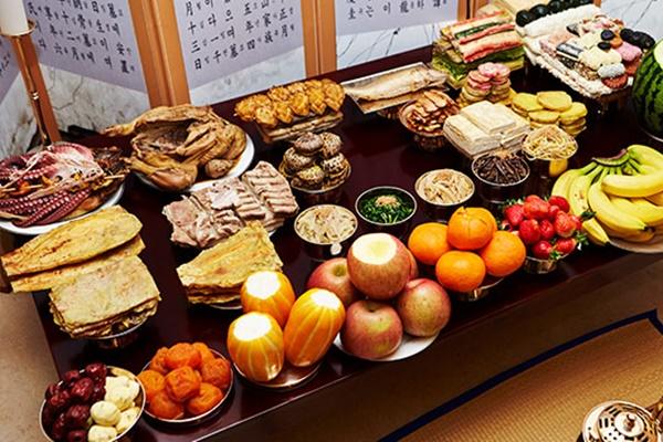 Vật giá cho lễ cúng tổ tiên dịp Tết Trung thu tại chợ truyền thống rẻ hơn 20% so với siêu thị lớn