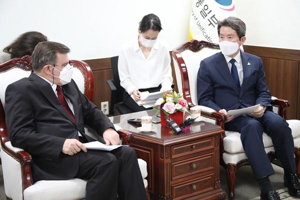 Сеул призывает Москву сотрудничать в улучшении межкорейских отношений