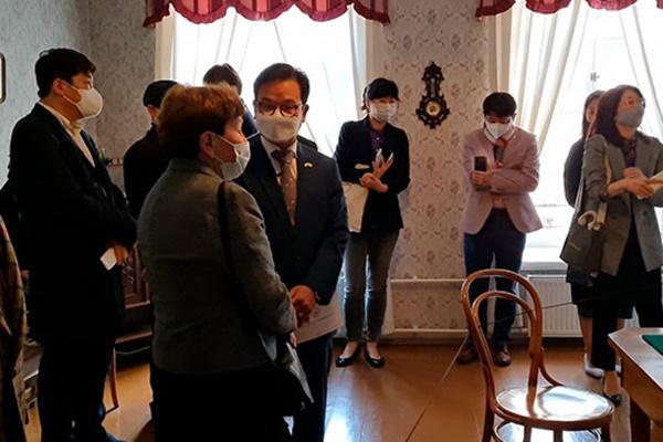 Dostojewski-Museum führt Audioführung in koreanischer Sprache ein
