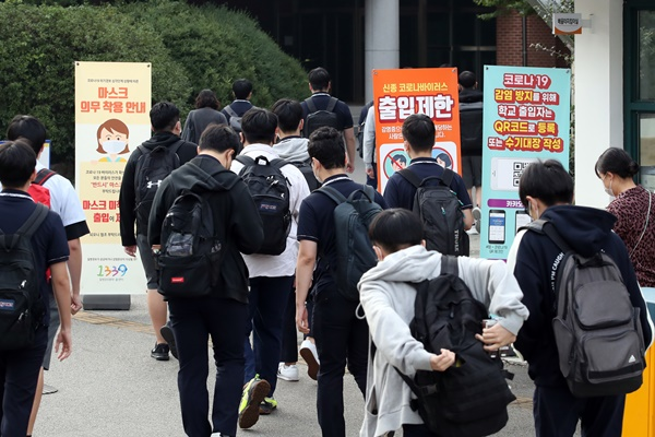 Para Murid di Wilayah Metropolitan Seoul Kembali ke Sekolah