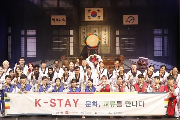 """WNA Dapat Nikmati Pengalaman Budaya Korwa secara Daring Lewat Program """"K-Stay"""""""