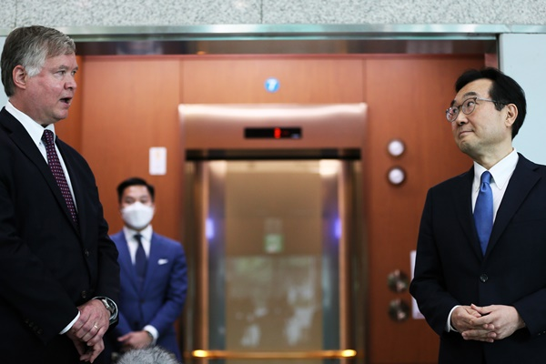 S. Korean Envoy to Discuss War-Ending Declaration with US Officials