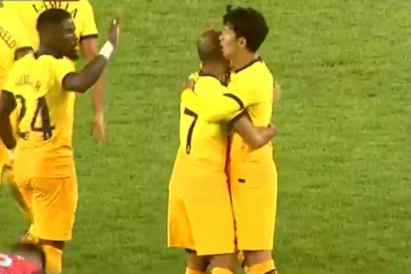 اللاعب سون هونغ مين يتألق في تصفيات الدوري الأوربي