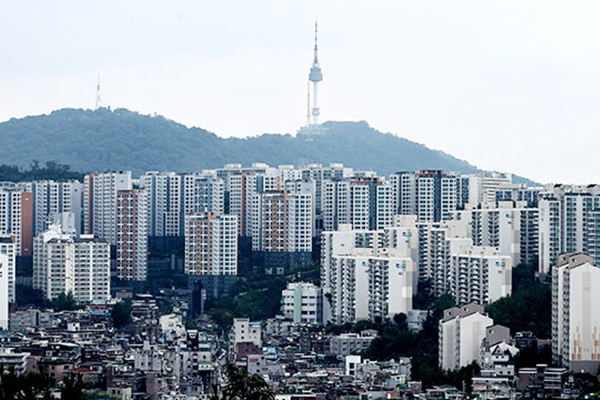KB, 서울 아파트값 평균 10억 원 첫 돌파...1년새 20% 올라