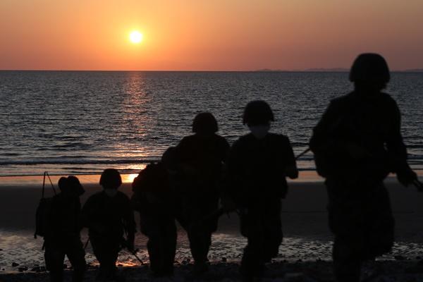 استمرار تعليق عمل خط الاتصال العسكري بين الكوريتين