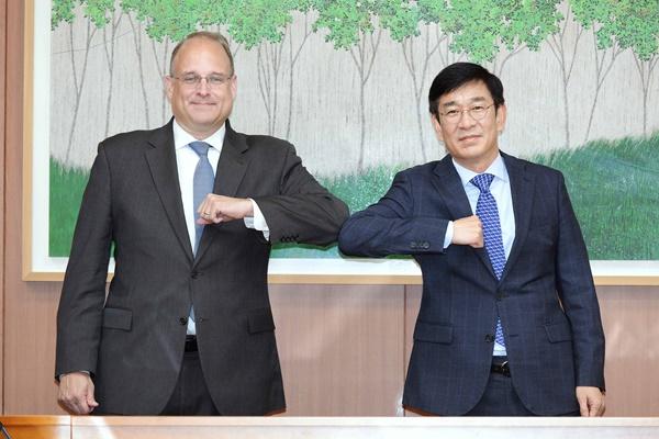 Enviado presidencial de EEUU llama a cooperar con Seúl ante programas nucleares de China