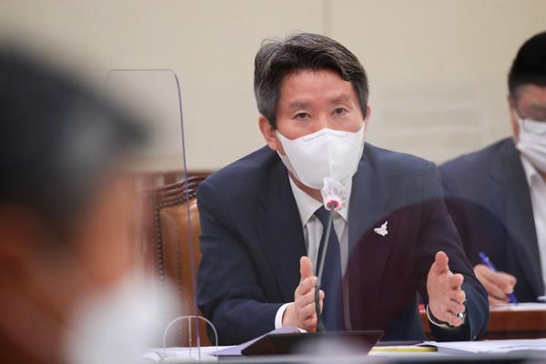 سيول توافق على إرسال إمدادات صحية لبيونغ يانغ بعد مقتل مسؤول وزاري كوري جنوبي