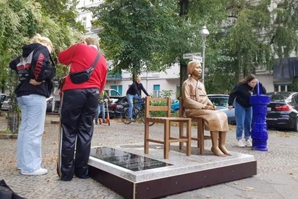 Japan's Chief Cabinet Secretary Expresses Utter Regret over 'Comfort Woman' Statue in Berlin