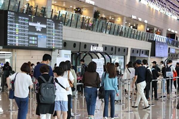 中秋首日韩国机场国内线繁忙 机场加强防疫