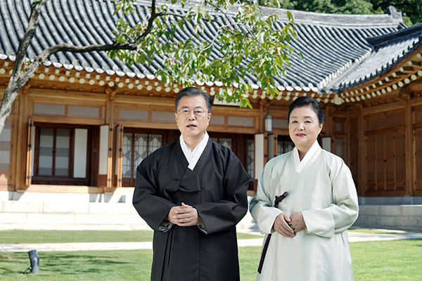 Moon Jae-in souhaite un bon Chuseok à ses concitoyens
