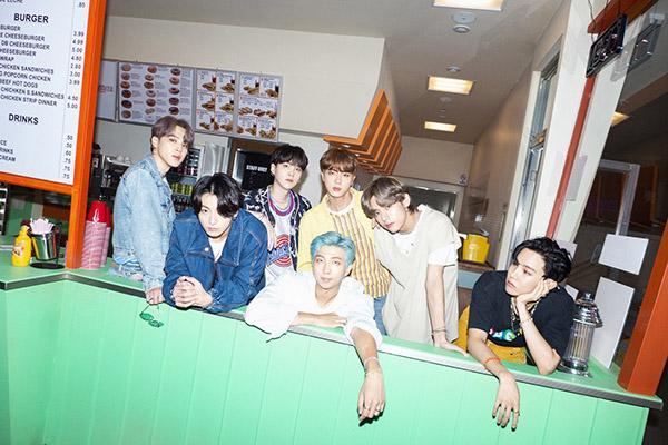 BTS вновь возглавила чарт Billboard Artist 100