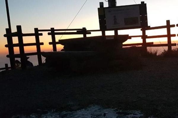 雪岳山に初氷 最低気温が氷点下1度7分