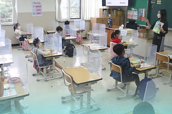 韩各级学校返校学生增至学生总数的三分之二