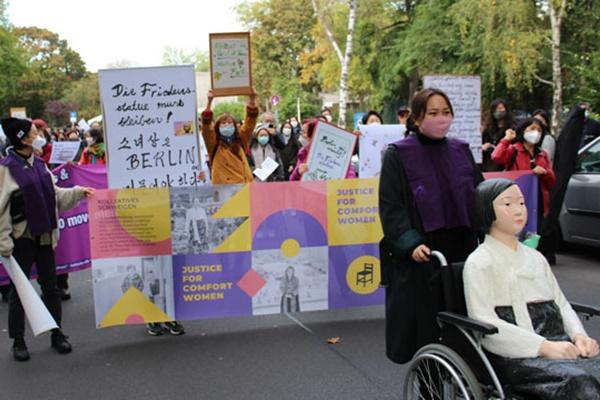Veranstaltungen für Schutz von Friedensstatue in Berlin