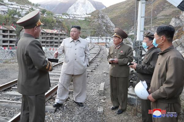 Kim Jong-un Kunjungi Daerah yang Terdampak Topan Maysak