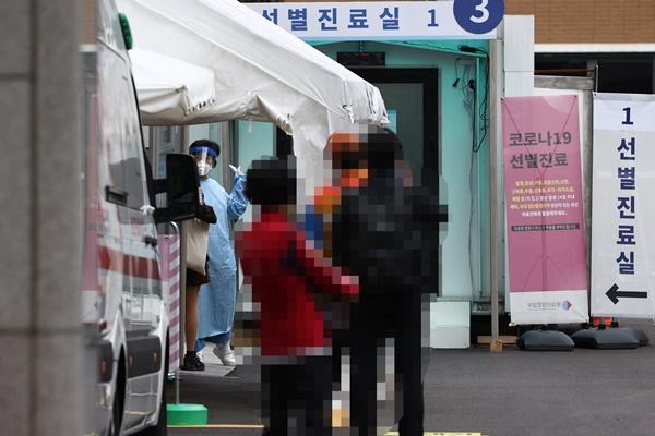 新型コロナの検査・治療費、年末まで3200億ウォン