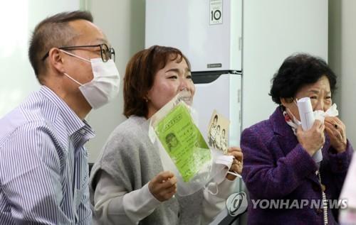 一被领养至美国的韩国女子时隔44年以视频方式与失散家人重逢