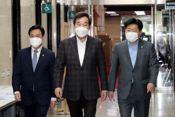 李洛渊与日本首相亲信河村建夫会晤