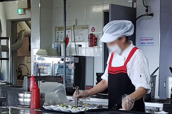 올해 취업자 가장 많은 분야는 '음식점업'…종사자는 감소