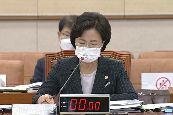 وزيرة العدل تمارس صلاحياتها للسيطرة على التحقيق في قضية احتيال الأموال