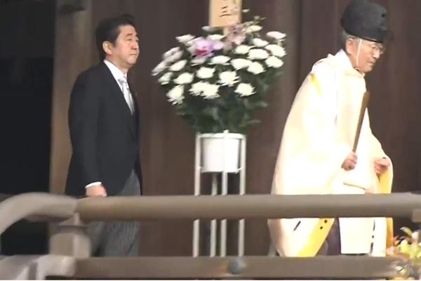 Mantan PM Jepang, Shinzo Abe Berziarah ke Kuil Yasukuni