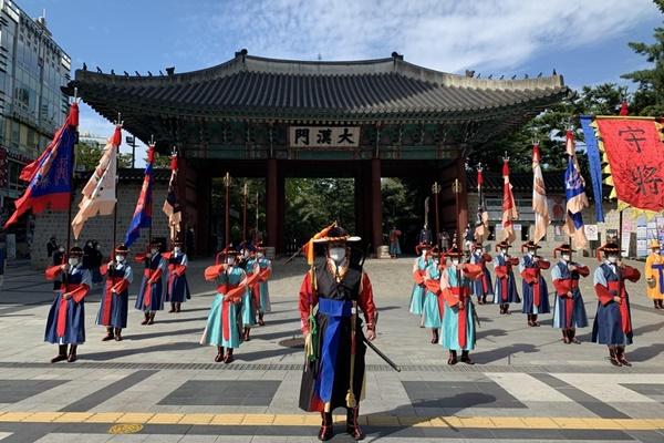 德寿宫守门将交接仪式和巡逻行列活动20日重启