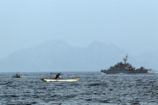 동해서 우리 어선 NLL에 근접…해군 무전에 남하