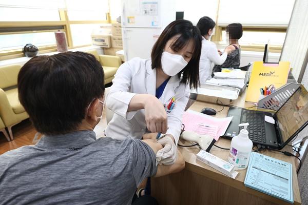 독감 백신 접종 뒤 9명 사망…연관성 아직 확인 안돼