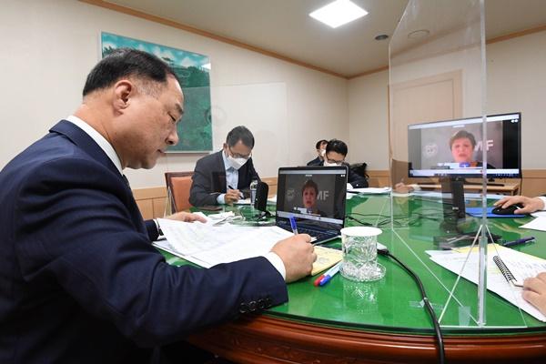 国际货币基金组织总裁与洪楠基举行视频会谈 高度评价韩国防疫成果