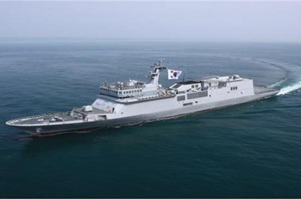 """韩防卫事业厅:韩国首艘训练舰""""闲山岛""""舰已移交海军"""