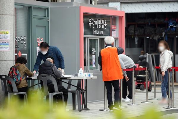 韩全国多地接连出现接种流感疫苗后死亡案例