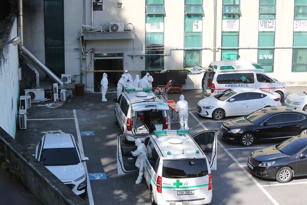韩首都圈疗养设施新冠病例增加 防疫当局呼吁民众克制参加万圣节活动