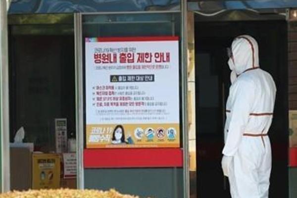 신규 확진 다시 세 자릿수…병원·요양시설 등 집단감염 지속