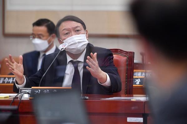 """윤석열 """"수사지휘권 위법하고 부당…소임 다할 것"""""""