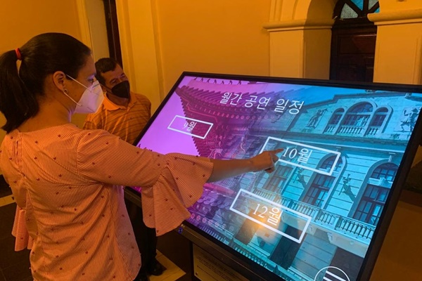 Nhà hát quốc gia Honduras lắp đặt hệ thống hướng dẫn bằng tiếng Hàn