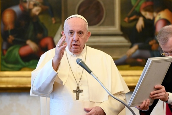フランシスコ法王から文大統領に手書きのメッセージ