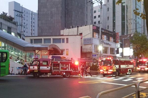 서울 지하철1호선 회기역 에스컬레이터 공사중 불…1시간 가량 무정차 통과
